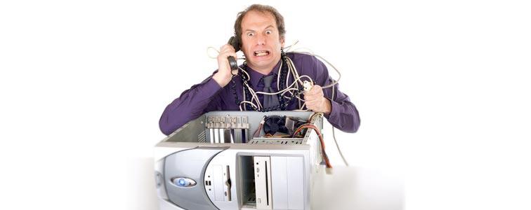 Тревожный вид пользователя, когда компьютер не включается и пищит