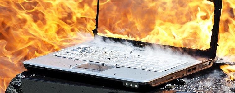Горящий ноутбук