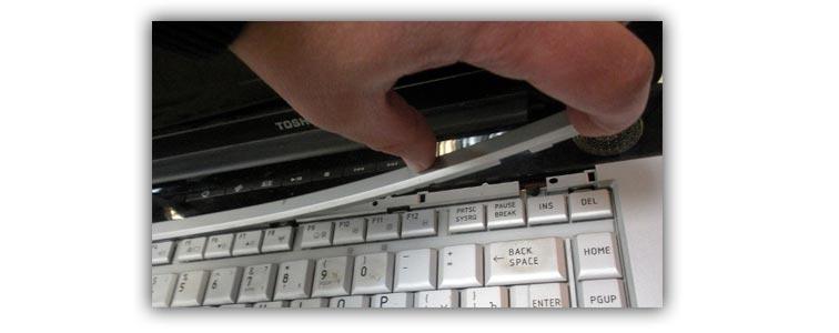 Кривая установка шлейфа клавиатуры