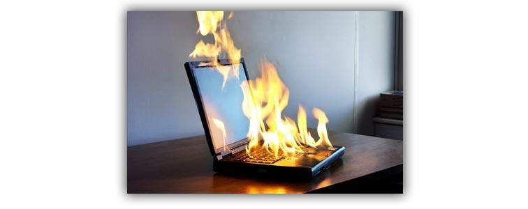Горящий ноутбук от высокой температуры