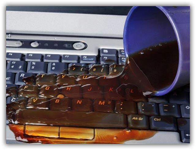 Пролитая жидкость на ноутбук