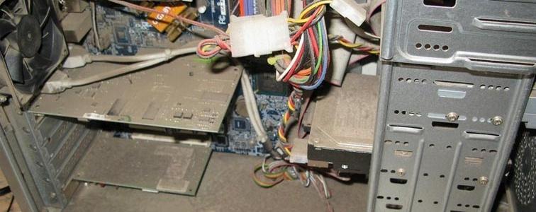 Запыленный компьютер, из-за чего компьютер не включается и пищит
