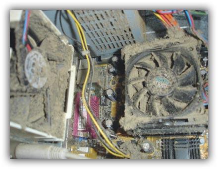 Пыльный системник компьютера