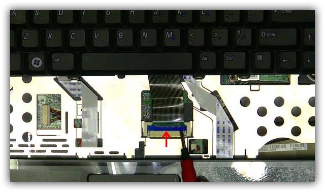 Шлейф клавиатуры на ноутбуке
